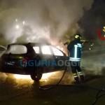 La Spezia – Auto in fiamme, conducente riesce a salvarsi