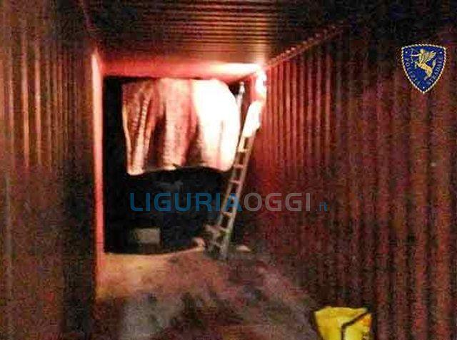 Genova – Polizia stradale scopre Range Rover rubate su container