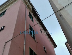 cornicione crollato in via Prà
