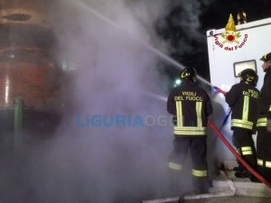 Incendio in via Genova a La Spezia