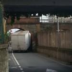 Voltri – Camion incastrato in via Lemerle
