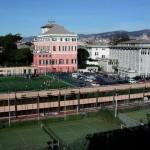 Genova, lavoratori Champagnat in protesta di fronte all'ingresso del Centro sportivo