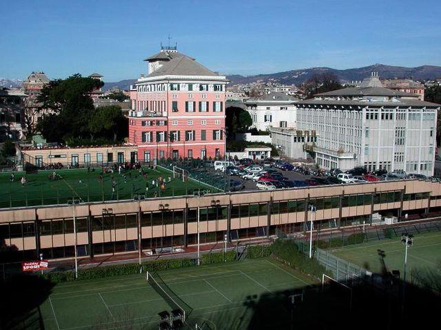 Genova, tre denunce per l'abbandono dei fusti di vernice a Bolzaneto