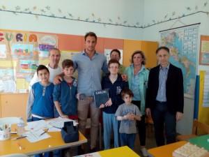 Nella foto, Matteo Aicardi coi pazienti del Gaslini