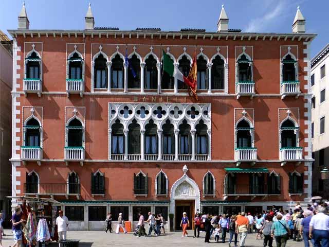 Venezia turista 65enne si suicida lanciandosi dalla finestra dell'hotel Danieli