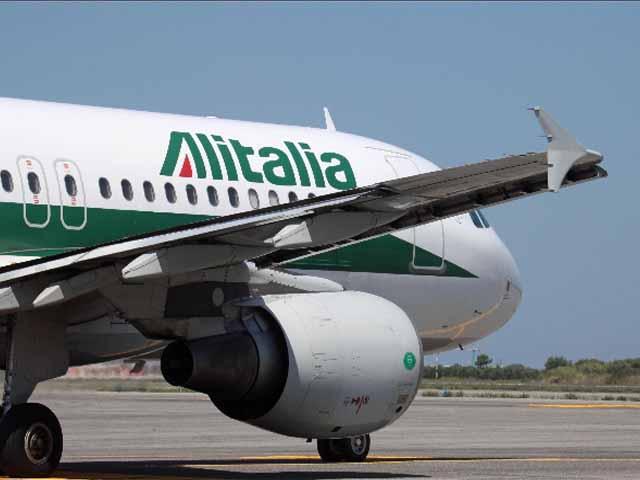 Bimbo di 2 anni muore su un volo Alitalia