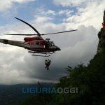 Monte Fasce – Auto in una scarpata, elicottero salva due ragazzi