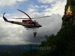 Salvataggio in elicottero a Finale Ligure