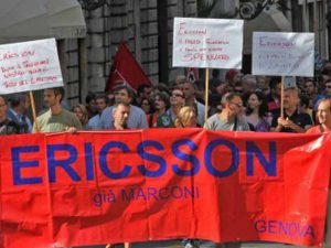 Ericsson, lavoratori in piazza contro i licenziamenti: bloccato il casello di Genova Aeroporto