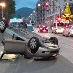 La Spezia – Auto ribaltata in viale Italia