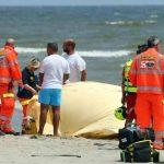 Finale Ligure, malore in spiaggia al Castelletto. Bagnante trasportato in ospedale