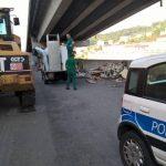 Amiu rimuove rifiuti ingombranti in via Argine Polcevera
