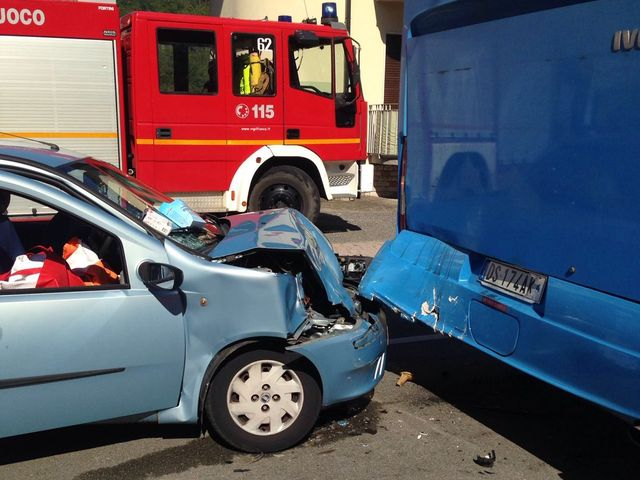 Framura - Incidente stradale con auto ribaltata