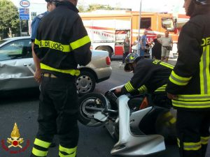 La Spezia, incidente in viale Italia tra moto e auto