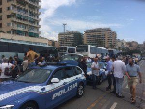 Genova, controlli della Polizia su pullman diretti a Cracovia