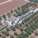 Scontro tra treni in Puglia – Si scava ancora tra le lamiere