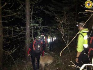 Gli uomini del soccorso alpino alla ricerca del disperso