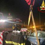 La Spezia, perde il controllo dell'auto e finisce fuori strada