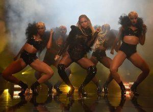Beyoncè sul palco del MTV Music Awards