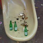 Rivarolo – Bottiglie lanciate contro i giochi dei bimbi al parco Foltzer