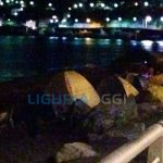 Voltri – Spiaggia invasa dalle tende e dai barbeque e nessuno interviene