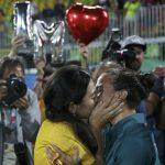 Rio – Proposta di matrimonio e bacio gay tra donne in mondovisione