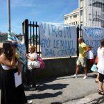 """Champagnat, dipendenti in protesta all'ingresso del Centro. """"Accordo non rispettato"""""""