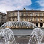 Genova, da oggi si illumina la fontana a De Ferrari