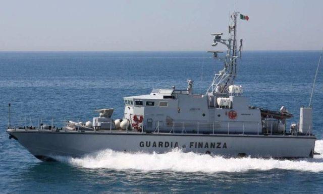 Rapallo - Pescheria si fa consegnare pesce in auto, multa da 9mila euro
