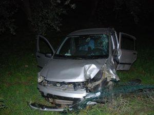 Perde il controllo dell'auto e finisce fuori strada, grave 24enne