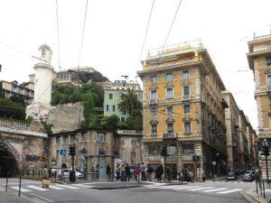 Genova, olio per strada in Piazza Portello