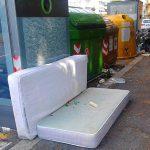 Quinto – Materassi abbandonati per strada in corso Europa