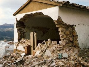 case distrutte da terremoto