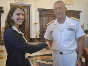 Alice Salvatore con l'ammiraglio Pettorino