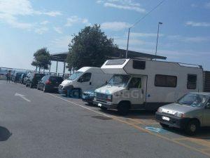 camper nella piazza del Municipio di Voltri