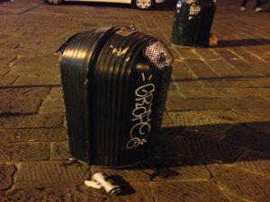 Nella foto, uno dei cassonetti blindati col lucchetto in Piazza Matteotti