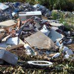 Napoli – Una discarica abusiva nel parco del Vesuvio