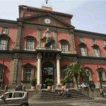 Napoli, crolla un pezzo dello stemma del Museo Archeologico