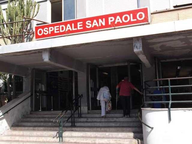 Napoli: sfonda vetrata obitorio con auto per vedere parente deceduta