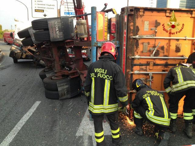 Rapallo, scontro auto-moto in rotatoria. Un 50enne perde un arto