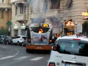 castelletto-autobus-incendio-corso-firenze