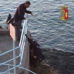 Pegli – Poliziotti salvano anziana che voleva lanciarsi sugli scogli
