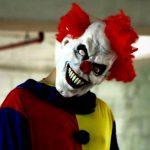 Prà – Tenta di derubare una ragazza di 16 anni vestito da clown, ricercato