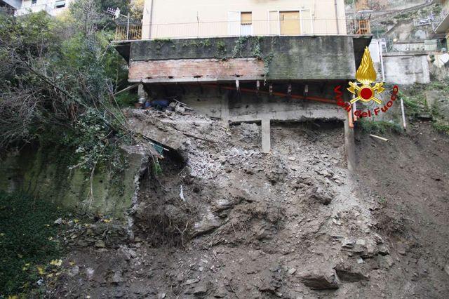Genova, frana minaccia edifici: circa 200 sfollati