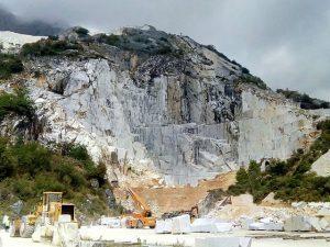 Carrara, tragedia in una cava di marmo di Torano