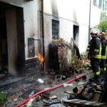 Esplosione in via Ghiglino a Pedemonte di Serra Riccò, due feriti