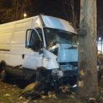 Torino – Grave incidente in corso Grosseto, furgone contro albero