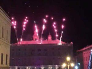 Genova - Piazza De Ferrari al completo per fuochi e focaccia di Recco