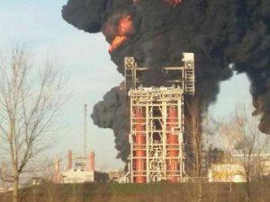 Incendio alla raffineria Eni di Pavia