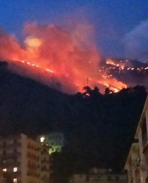 Incendio a Genova - Nuovo incendio a Staglieno e timori per la notte